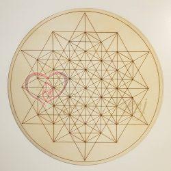 Podlaga_64 stranski tetraeder_Moski princim Roze Zivljenja_logo